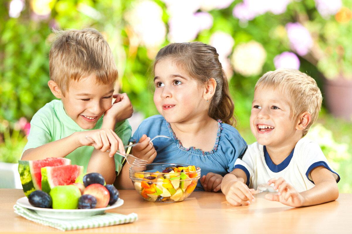 Gợi ý các loại thực phẩm giúp bé phát triển chiều cao và thông minh