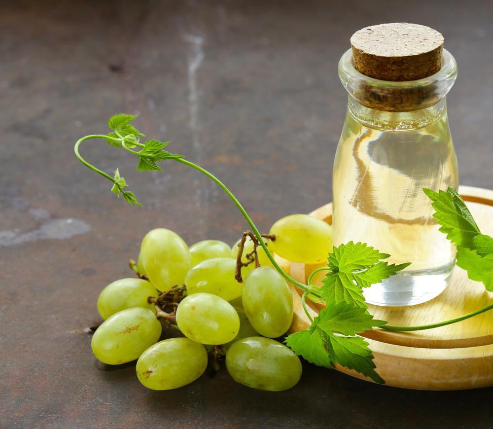 Hãy thử cách dưỡng da bằng dầu hạt nho