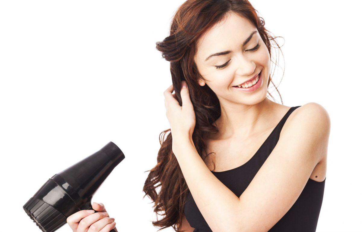 Sử dụng máy sấy tóc