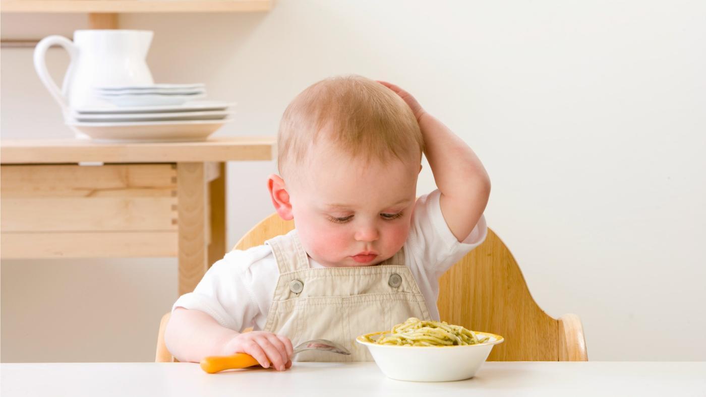 Không nên cho trẻ ăn những loại thực phẩm này vào buổi tối