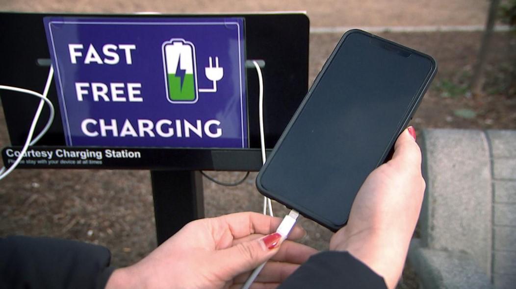 Sạc điện thoại nơi công cộng có thể khiến bạn bị đánh cắp dữ liệu