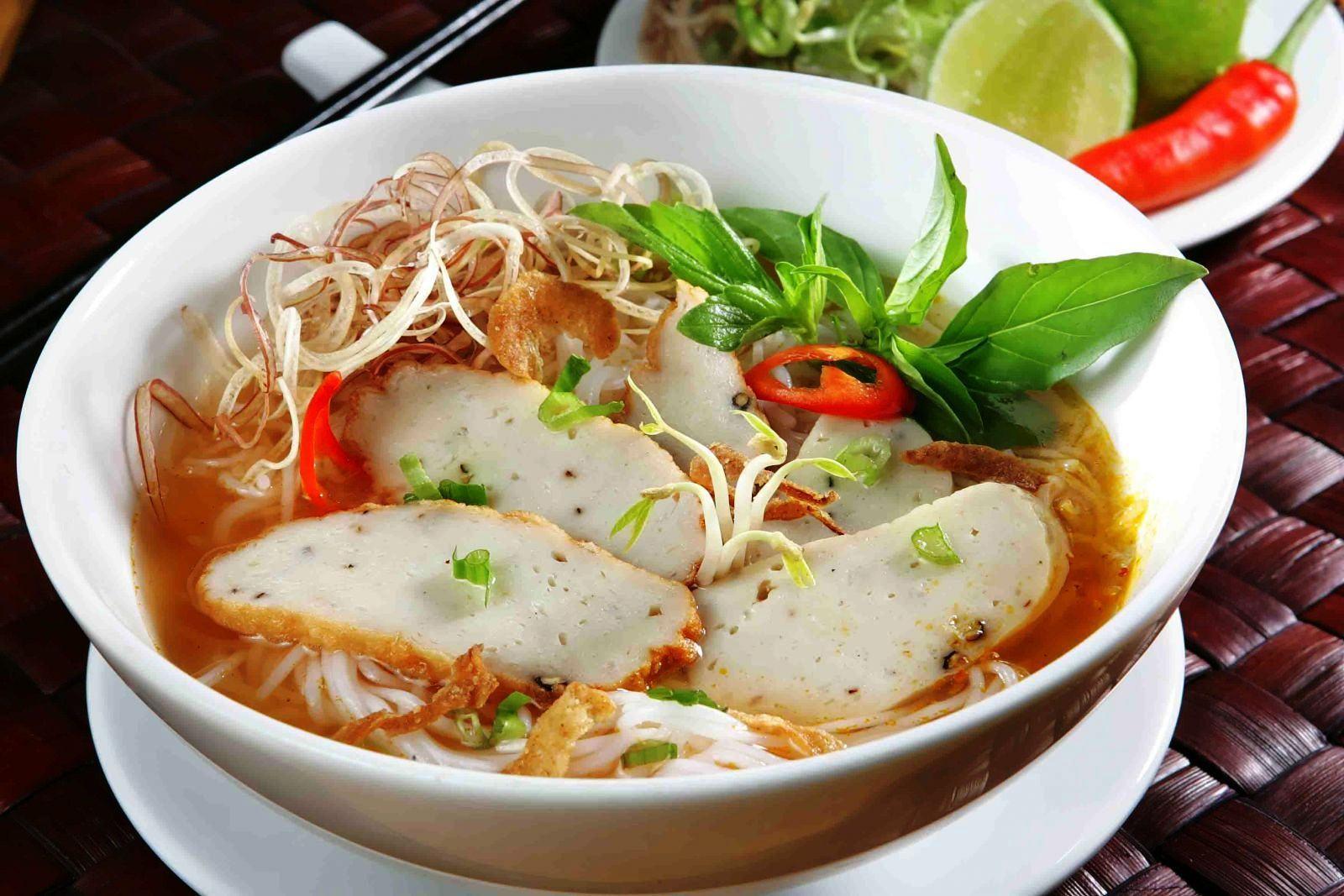 Chiêu đãi cả nhà bằng món bánh canh chả cá Nha Trang hấp dẫn