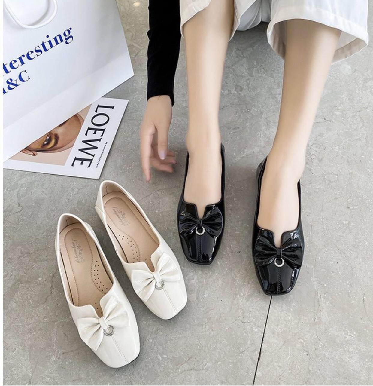 Những mẫu giày bệt phù hợp để phối với quần âu vào mùa hè