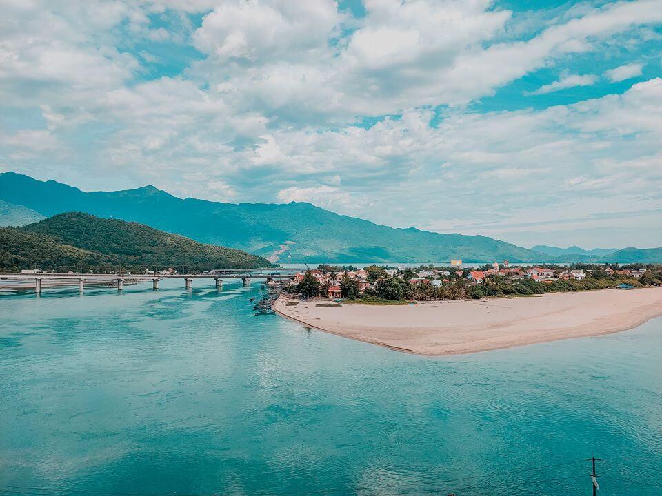 Đắm chìm trong những vịnh biển đẹp và nổi tiếng ở Việt Nam